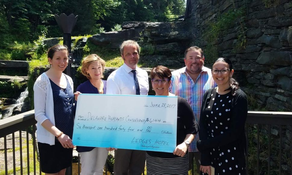 Ledges Hotel Guests Contribute to Conservation